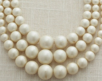 Ivory Pearl Bead Necklace Vintage Neutral Cream Triple Multi-Strand Beaded Costume Jewelry 16C