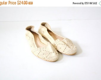 30% OFF out of town SALE Vintage boho lace flats // summer flats /// cream shoes // off white crochet flats // summer knit shoes // size 6 /