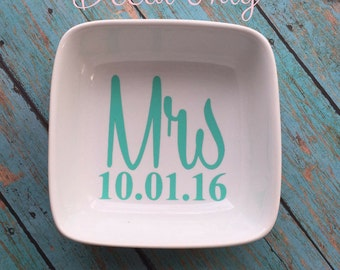 Mrs Vinyl Decal - DECAL ONLY - Engagement Gift - Wedding Gift - Vinyl Decal