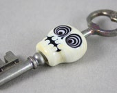 Bullseye skull on skeleton key (Item 151358)