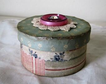 Sewing Box Vintage Look Pin Keep Quilting Pin Cushion