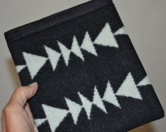 black and white native tribal arrow KINDLE OASIS sleeve made of Wool fabric Oasis Kindle Oasis sleeve cover case protctive