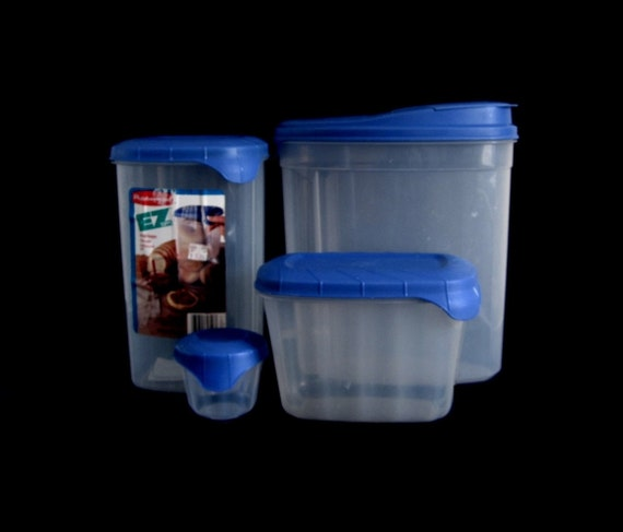 Rubbermaid Servin' Saver Blue Lid EZ Topps Plastic Food Storage Containers 1990s Kitchen (3 used, 1 new)