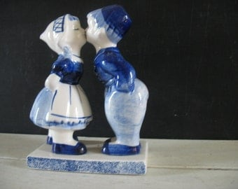 Vintage Delfts Blue Figurine, Kissing Vintage Delft Blue Dutch boy and Dutch Girl figurine- Hand painted figurine
