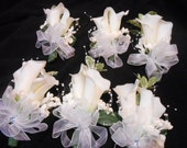 Set of Silk corsages for Wedding or Prom. REAL TOUCH White Calla Lily. Mother of the Bride.Cream White Ivory Silk Flowers. Wrist or pin-on