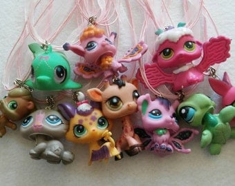 10 Little Pets Necklaces Party Favors.