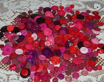 "Bulk lot  500 Assorted Red and Pink Buttons  3/8 to 1""  Lot 1653"