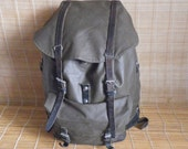 Vintage 1985's Swiss Army Green Vinyl Large Size Backpack Bag Leather Straps