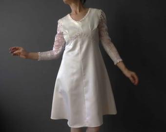 60s Bright White Empire Line Mini Dress Long Lace Sleeve Small