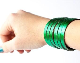 Leather Bracelet / Original Sliced Cuff / Emerald Green Metallic