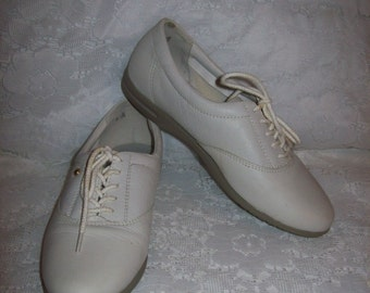 Vintage Ladies White Leather Oxfords Tennis Shoes by Easy Spirit Size 5 B/AA Only 7 USD