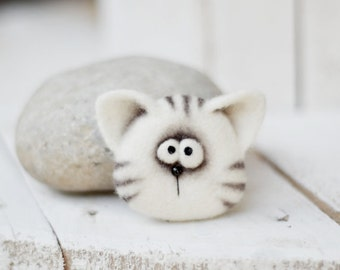 Toys - Personalized gift - Felted animal - Brooch - Cat Brooch  Felt doll - Handmade toys - Needle felting - Felt toys - Toy - Gifts for her