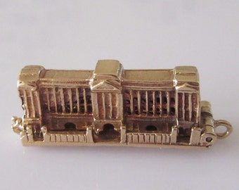 Large Buckingham Palace and Guard 9ct Gold Opening Charm