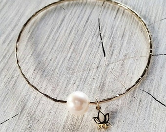 Freshwater Pearl & Lotus Charm Bangle - lotus flower, namaste, pearl bangle, yoga jewelry, beach bangles, beach jewelry, hawaii, kauai