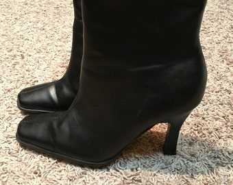 Bee fly black ankle boots size 6 1/2