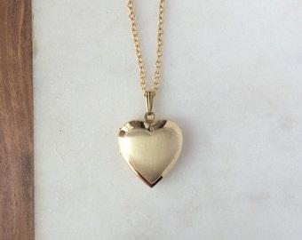 Vintage locket necklace / 80s heart shaped photograph locket pendant / gold long chain / THE JENNIFER