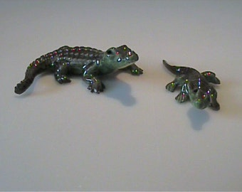 Vintage 1980's miniature Hagen Renaker mama and baby alligators with yellow throats