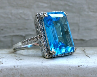 Vibrant Vintage 18K White Gold Blue Topaz and Diamond Halo Ring - 13.87ct.