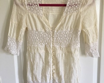 Romantic Off-White 1/2 sleeved blouse Small