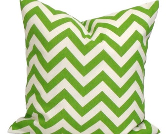OUTDOOR GREEN PILLOW.16x16 inch.Green Pillow Cover. Decorative Pillows.Green Outdoor Cover..Green Chevron.Indoor.Outdoor.Home.Housewares
