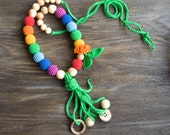 Fun Tassel Nursing Necklace with juniper - Teething Necklace with a coconut ring and button - Baby Carrier
