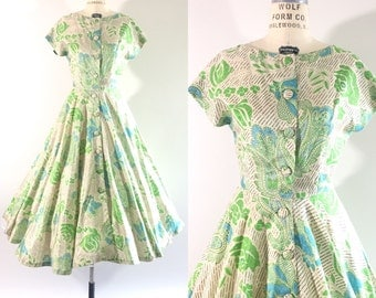 1950s vlv silk cream green and blue floral dress / 50s circle full skirt dress / party dress / fit & flare / s•m