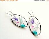 Flower earrings, pale lilac cyclamen, spring earrings, dangle earrings, free shipping, oval earrings