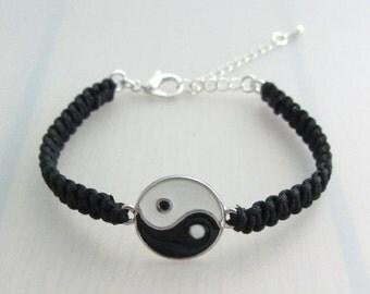 Custom Color Black White Enamel Yin Yang Charm Bracelet, Yin Yang Bracelet, Friendship Charm Bracelet, Silver Zen Macrame Bracelet