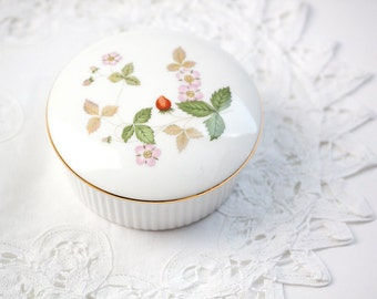 Wedgwood Wild Strawberry Trinket Box, Dresser Jar