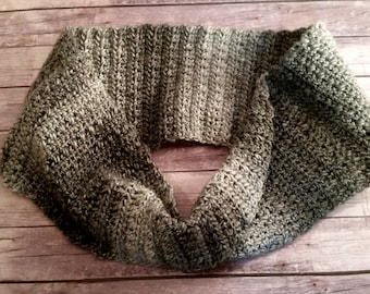 Soft mobius cowl, graduated gray