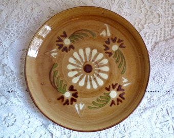 "Vintage ALSATIAN TERRA COTTA Plate, Soufflenheim Plate with Traditional Daisy Pattern, Diameter 20cm or 7.9 ""."