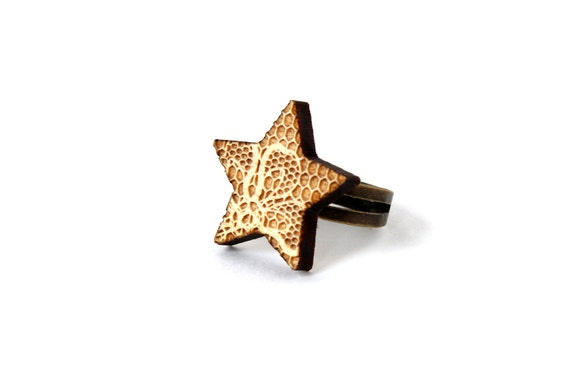 Star ring with lace pattern - romantic retro ring - lasercut maple wood - wooden ring - graphic jewellery - adjustable ring