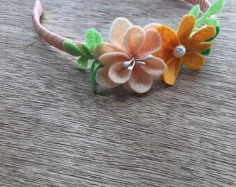 Orange and peach color felt flowers headband.  Felt flower headband.  Flower girl headband. Orange headband. Spring headband. Fairy headband