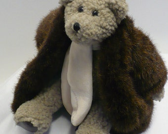 "Boyds Bear ... ""Skidoo"" ... Retired from the 1990's ... 10 Inches Tall ... Faux Fur Coat and Velveteen Scarf.  Movable Arms and Legs."