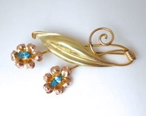 Vintage 1950's Van Dell 12K Gold Filled Pierced Double Flower and Leaf Blue Glass Crystal Pin
