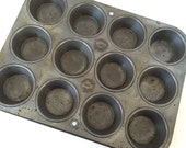 Vintage Muffin Tin ECKO /12 Cup ECKO Chicago Muffin Tin Made in USA / Vintage Bakeware Cupcake tin