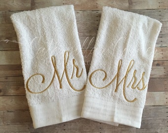 Mr and Mrs - Wedding Gift - Hand Towels -  Bridal Shower Gift - Bride and Groom - Hand Towel Set  - Housewarming Gift - Mr and Mrs Towels
