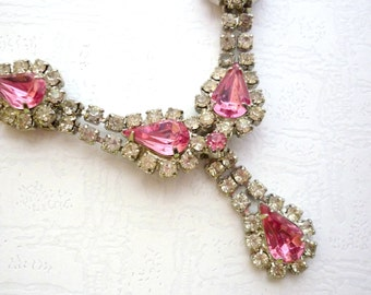 Vintage Necklace with Clear Rhinestones and Pink Rhinestones, 16,54 inch/ 42cm length, Vintage Costume Jewelry, Bib Necklace