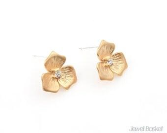 Flower Earrings in Matte Gold / 11.5mm x 11.5mm / BMG237-E (2pcs)