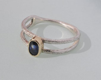 0,5 CT sapphire, gold, and silver ring
