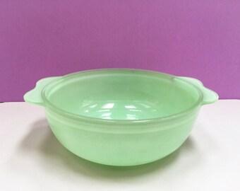 JAJ Pyrex 'Colourware' #2184 Easy-Grip Round Casserole, in green (no lid)