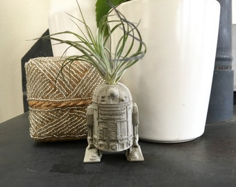 Small R2D2 Air Plant Holder - Concrete Paperweight - Magnet - Decorative Object - Star Wars Fan Art