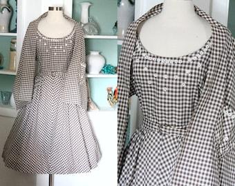 1950s Gingham Dress / Vintage 50s Brown White Gingham Checked Cotton Full Skirt Rhinestone Daisy Dress w/ Shawl / Rockabilly / Sun Dress - M