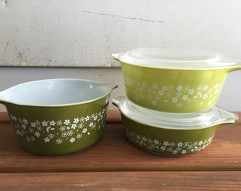 Vintage Pyrex Spring Blossom Green Crazy Daisy Pattern Collectible Pyrex Casserole Covered Dishes Glass Lids 5 Piece SET Retro Pyrex Dishes