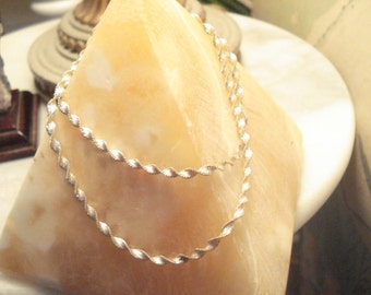 Lovely Dainty Vintage Serpentine Twisted Sterling Necklace