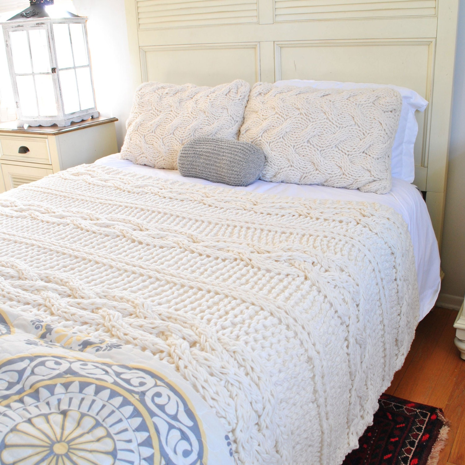 in stock sale queen size chunky cable knit blanket in cream. Black Bedroom Furniture Sets. Home Design Ideas