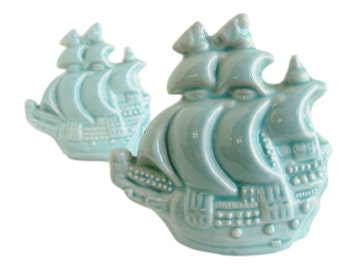 Sailing Ship Salt and Pepper, Vintage Salt and Pepper Shakers, Nautical Salt and Pepper, Collectible Salt and Pepper, Pirate Ship S&P