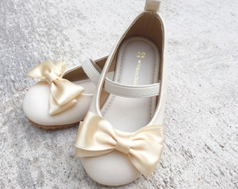 Girls Shoes, Flower Girl Shoes, Little Bridesmaid Shoes, Flats Toddler Shoes, Baby Shoes,  ivory flower girl shoes, Ivory falts shoes