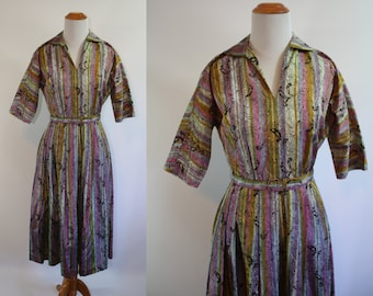 1950's Dress // Fleur de Lis Print // Small