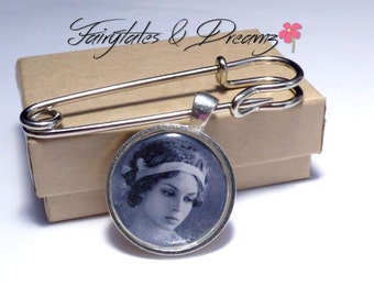 Boutonniere Photo Charm - Grooms Buttonhole - Memorial Charm for Groom - Lapel Photo Charm